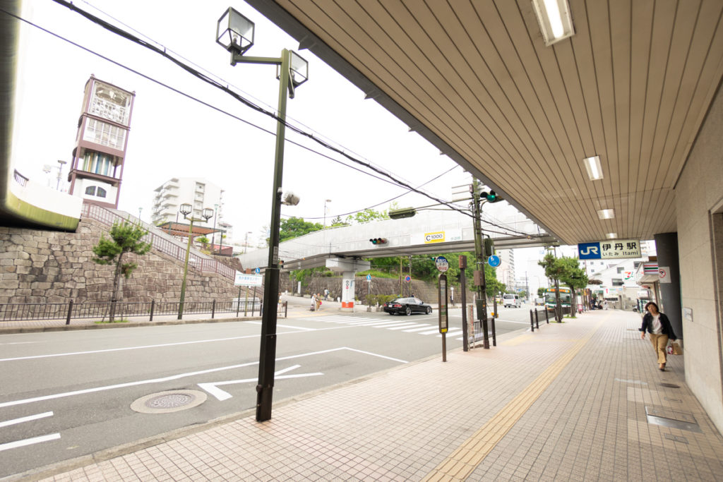 JR伊丹駅からの有岡城跡(伊丹城跡)